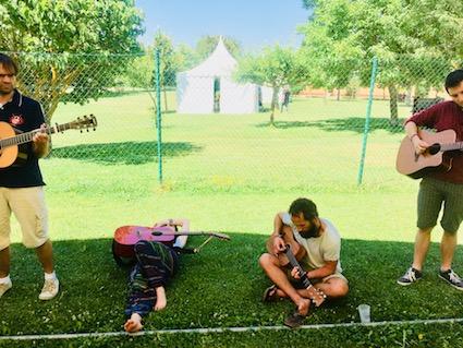 Un lugar de encuentro para gente con guitarra (o uke)